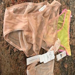 On gossamer 4 pairs bikinis thongs small
